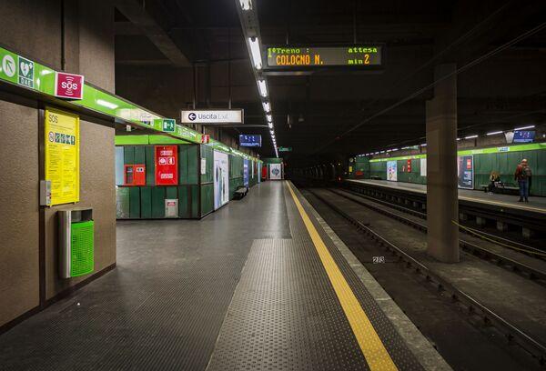 Metropolitana vuota a causa dell'epidemia del coronavirus in Italia - Sputnik Italia