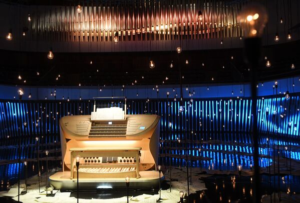 La consolle del grande organo a canne nella sala da concerto di Zaryadye a Mosca, Russia - Sputnik Italia