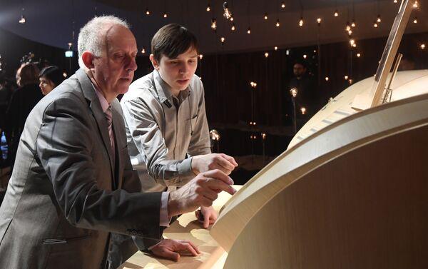 Il direttore della ditta francese Muhleisen Patrick Armand nella sala da concerto di Zaryadye a Mosca, Russia - Sputnik Italia