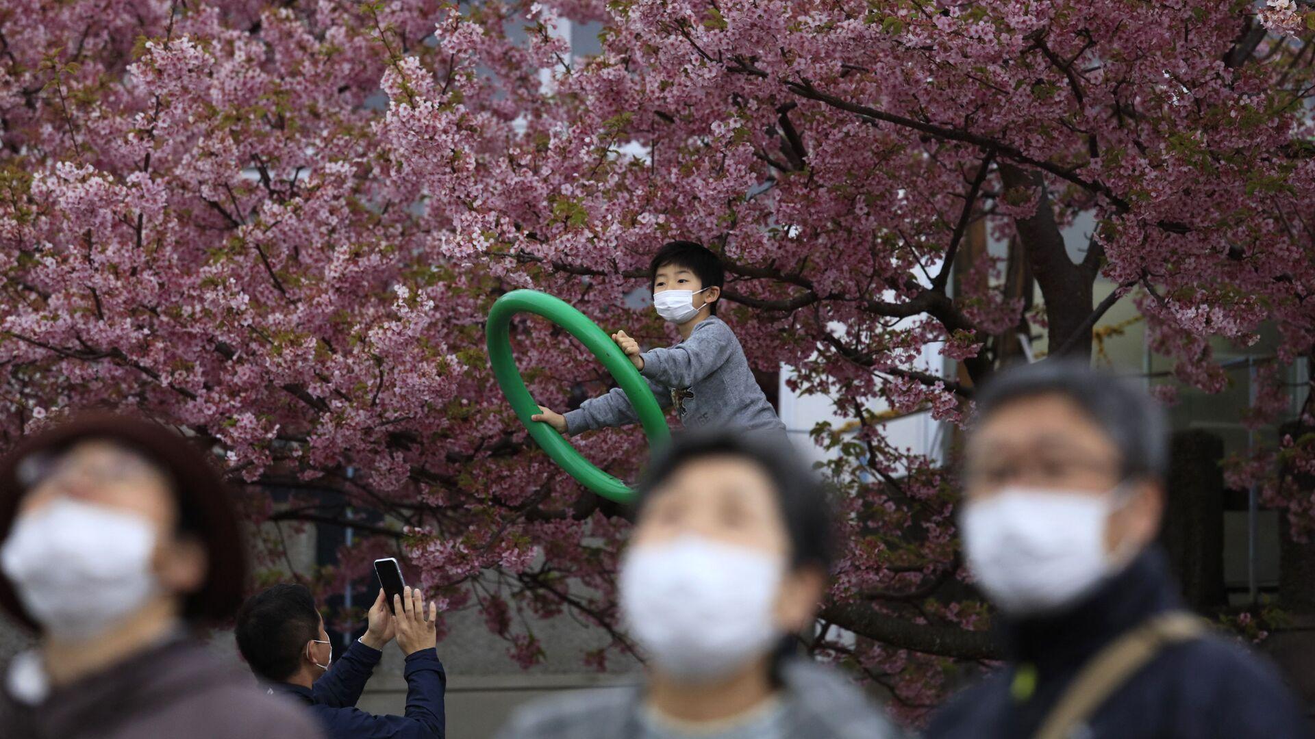 Gente in mascherine in Giappone - Sputnik Italia, 1920, 31.08.2021