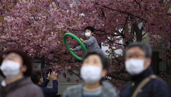 Gente in mascherine in Giappone - Sputnik Italia
