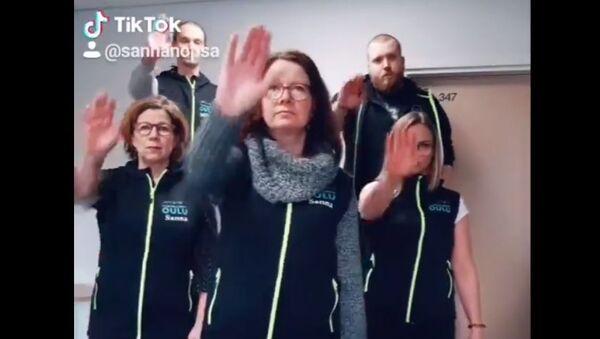 """Comune finlandese vuole fermare le violenze sessuali con una """"Macarena dello stupro"""" - Video - Sputnik Italia"""