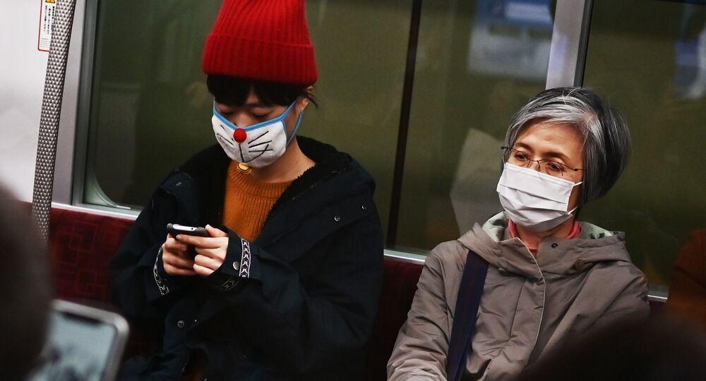Gente in mascherine a Tokyo