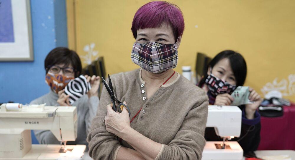 Mascherine fatte a mano a Hong Kong