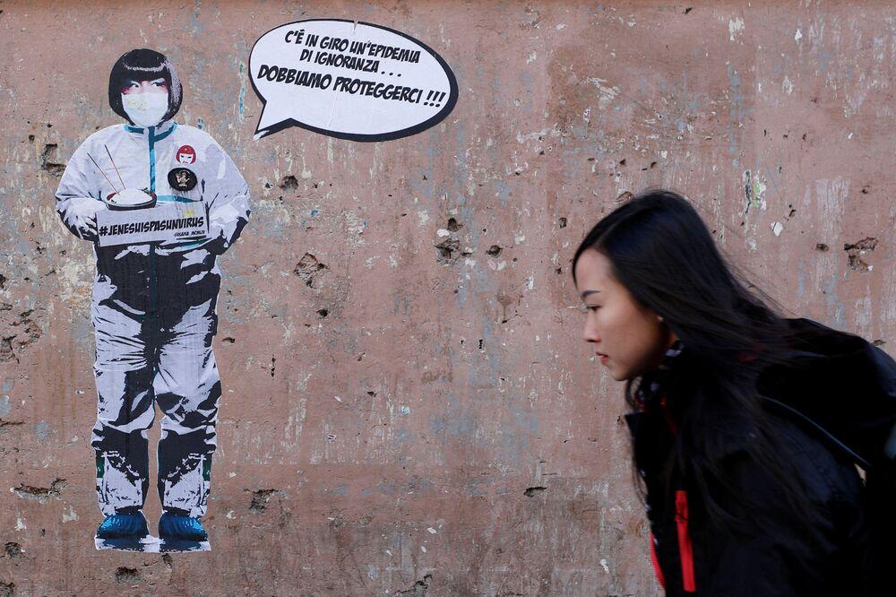 Un murales contro la xenofobia verso i cinesi a Roma.