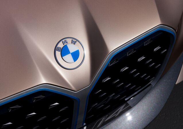 Il nuovo logo di BMW