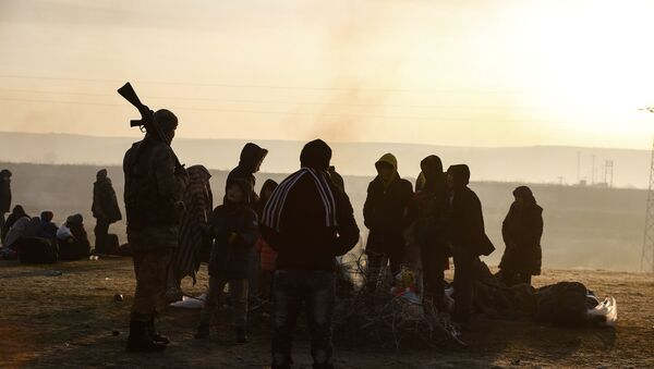 Migranti radunati al fiume Maritsa, Edirne, Turchia, Marzo 2020 - Sputnik Italia