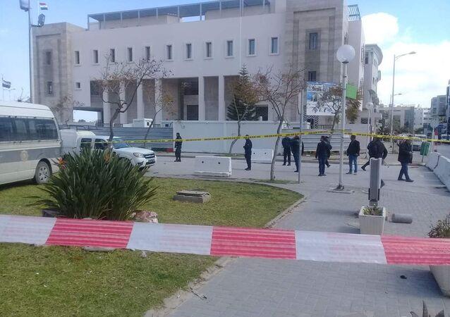 Uomo si fa esplodere vicino all'ambasciata Usa in Tunisia