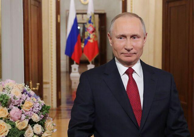 Gli auguri di Putin per la Giornata della Donna