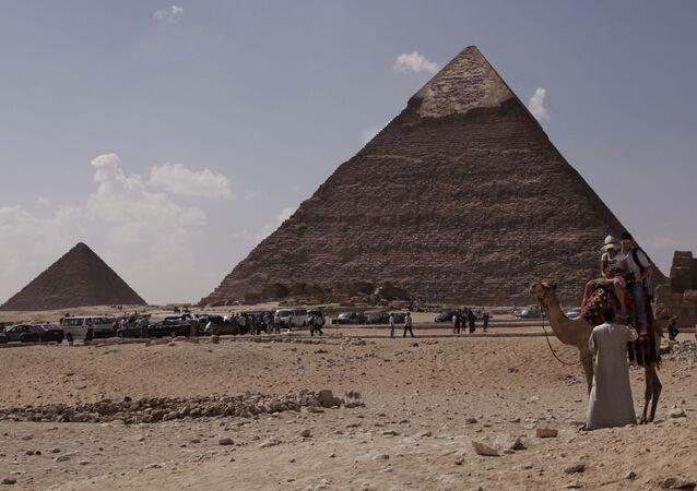 La Piramide di Chefre