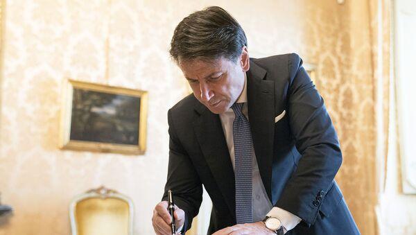 Il Presidente del Consiglio, Giuseppe Conte, al termine del Consiglio dei Ministri - Sputnik Italia