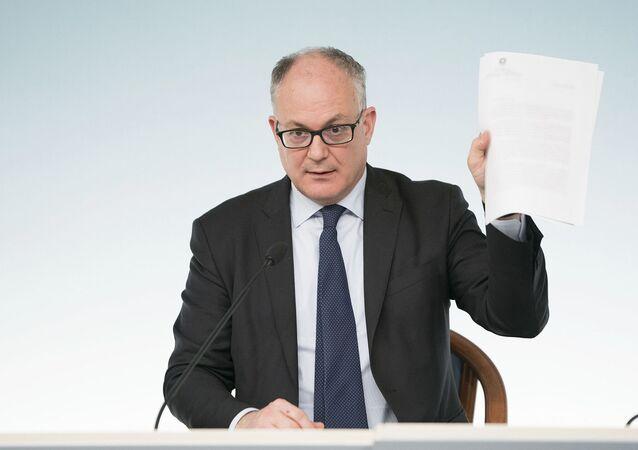 Il Ministro dell'Economia e delle Finanze, Roberto Gualtieri, in conferenza stampa al termine del Consiglio dei Ministri