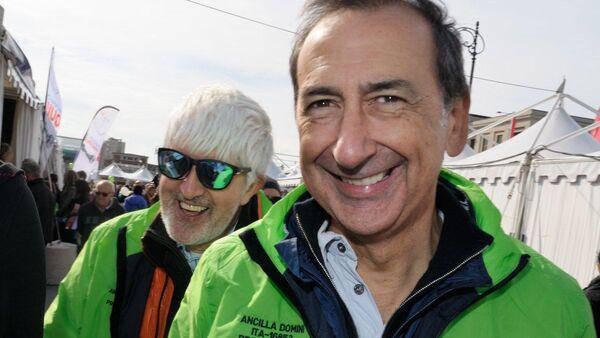 Il giornalista Beppe Severgnini e il sindaco di Milano, Giuseppe Sala, alla 48esima Barcolana - Sputnik Italia