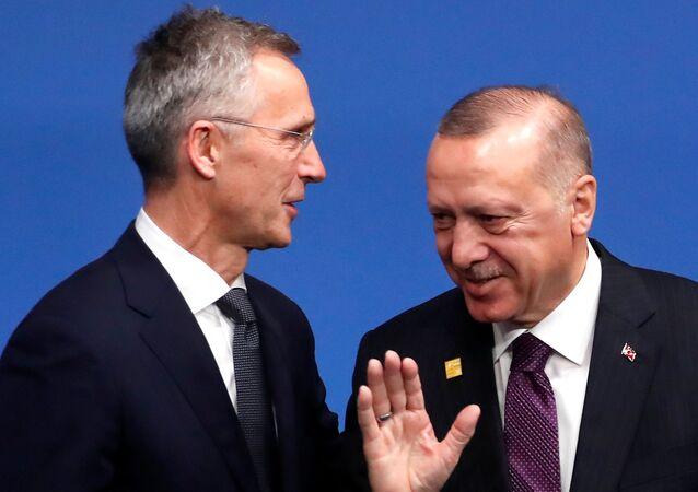 Jens Stoltenberg e Recep Tayyip Erdogan