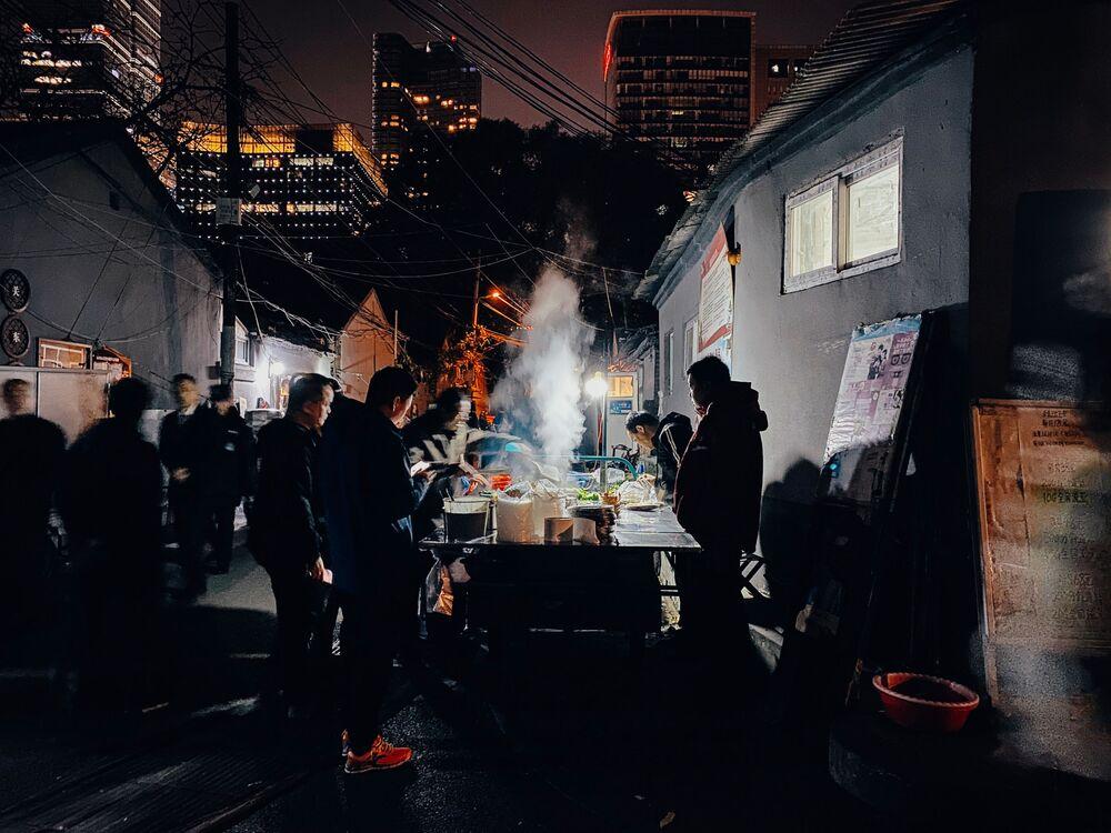 """La foto vincitrice del concorso Apple Community Challenge: Night mode del fotografo cinese Yu """"Eric"""" Zhang, scattata con iPhone 11 Pro Max."""