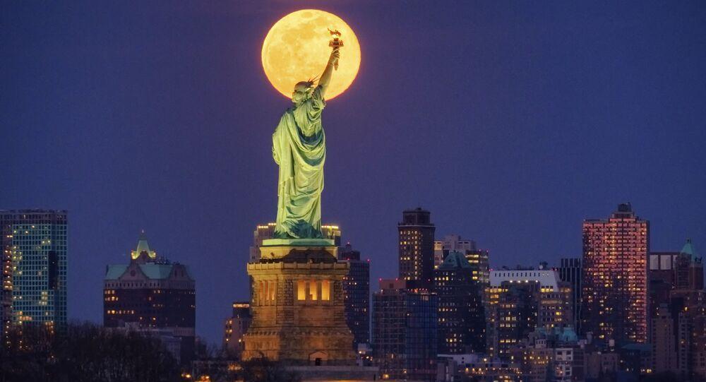Il coronavirus spegne New York: chiuse tutte le attività non essenziali