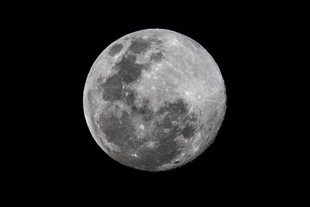 La luna piena,  Panama,  l'8 marzo 2020