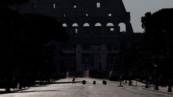 Colosseo a Roma abbandonato per coronavirus - Sputnik Italia