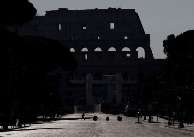 Colosseo a Roma abbandonato per coronavirus