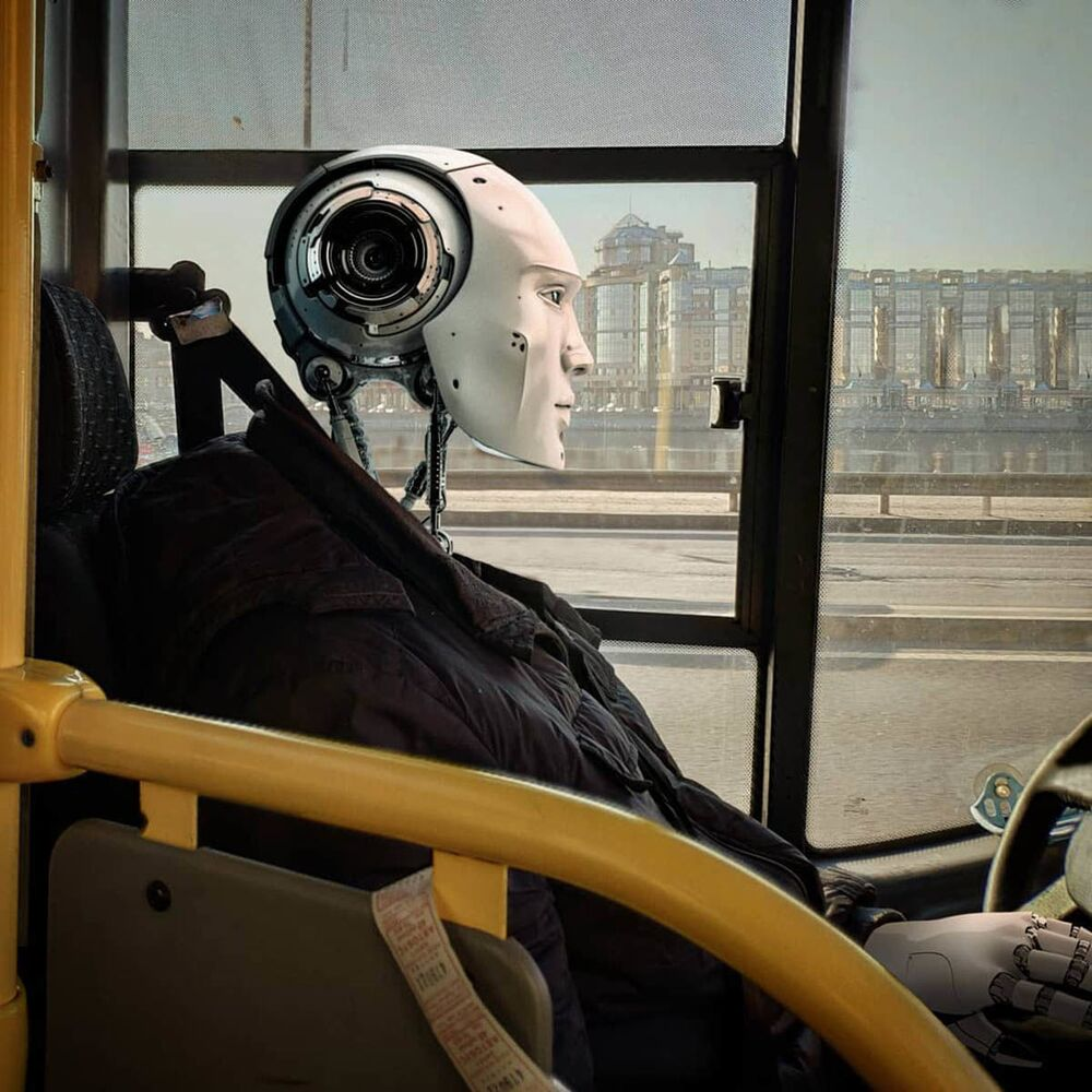 Un conduttore robot a San Pietroburgo nell'opera dell'artista russo Vadim Solovyov.