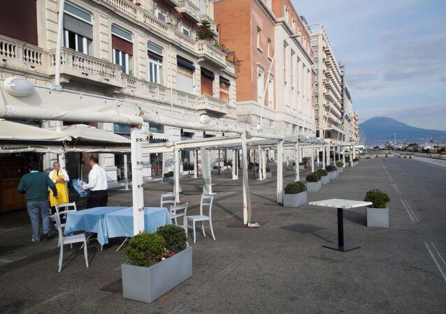 Un ristorante chiuso in Via Partenope a Napoli