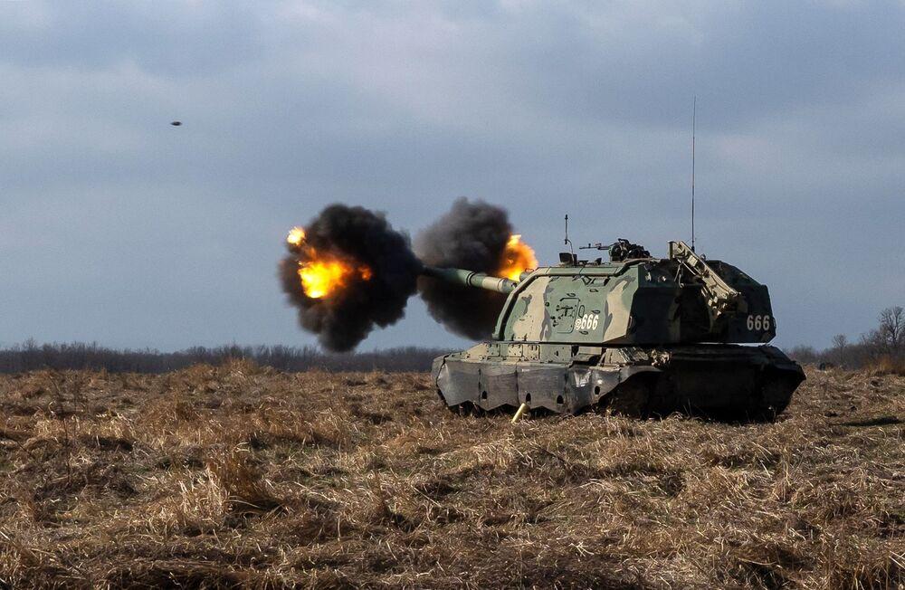 Il semovente 2S19 Msta-S durante le esercitazioni al poligono Molkino nel territorio di Krasnodar.