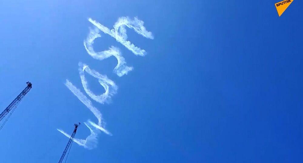 Sidney, aereo scrive un messaggio nel cielo: Lavate le mani