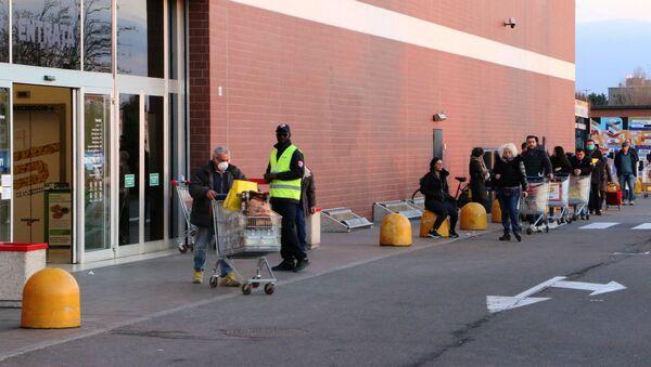 La coda al supermercato - Sputnik Italia