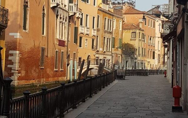 Un altro luogo senza gente in giro a Venezia - Sputnik Italia