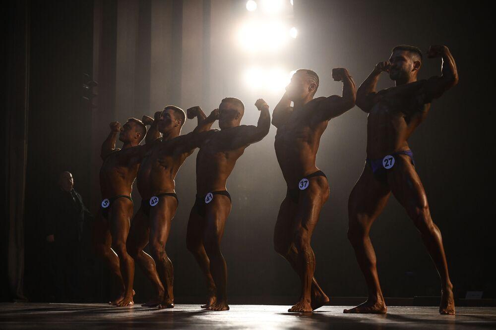 I culturisti al Campionato di bodybuilding della regione di Novosibirsk, Russia