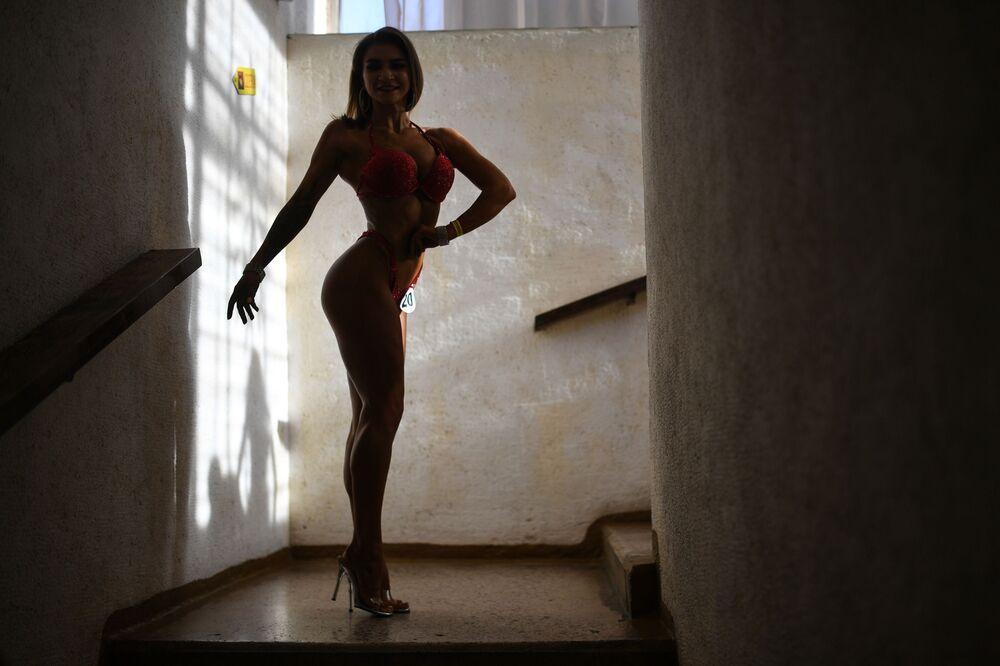 La partecipante al Campionato di bodybuilding della regione di Novosibirsk, Russia