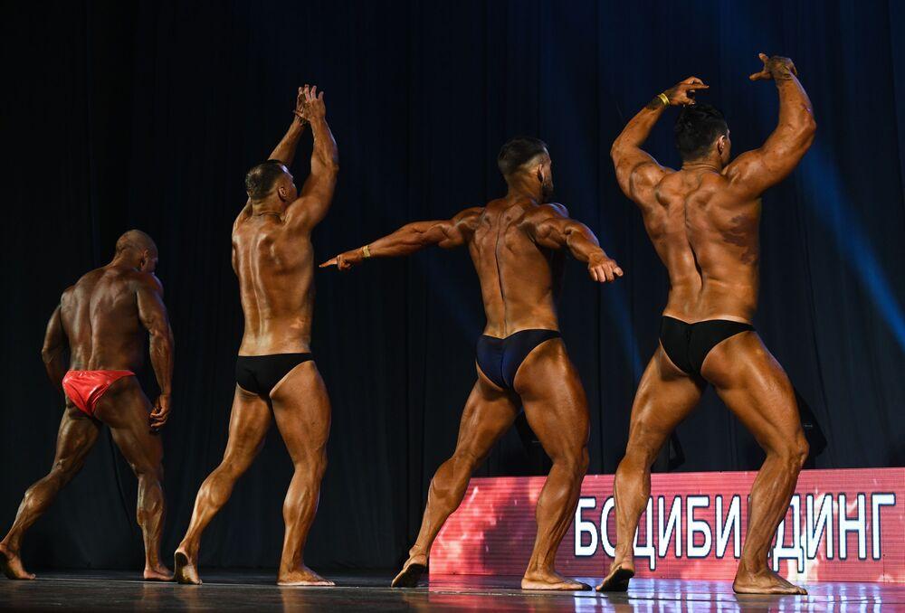 I partecipanti al Campionato di bodybuilding della regione di Novosibirsk, Russia
