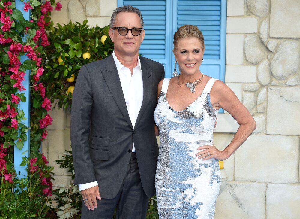 Tom Hanks, attore, regista, sceneggiatore, produttore cinematografico e televisivo statunitense con sua moglie Rita Wilson
