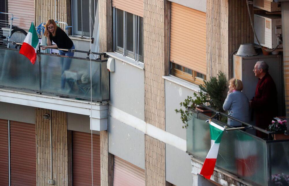 Gli abitanti di Roma in quarantena per l'epidemia del coronavirus in Italia, il 15 marzo 2020