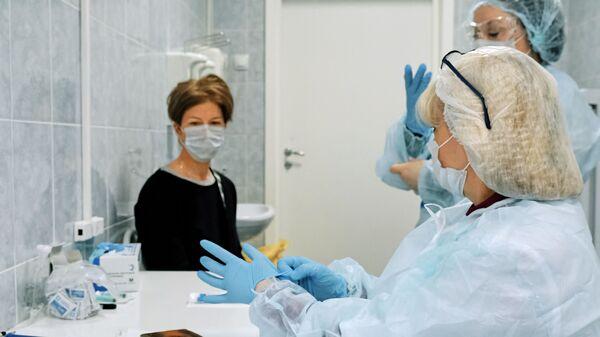 Infermiere in una clinica a San Pietroburgo - Sputnik Italia
