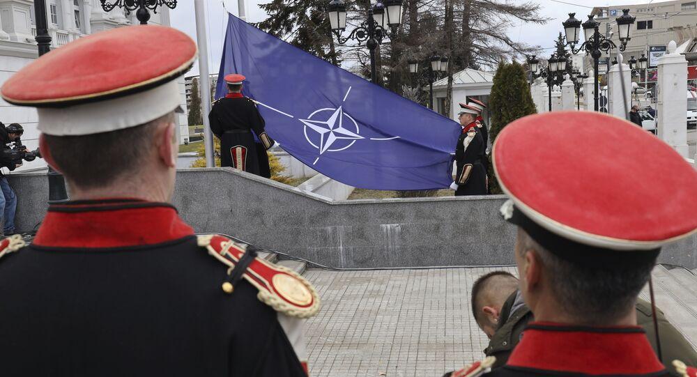 Bandiera Nato a Skopye
