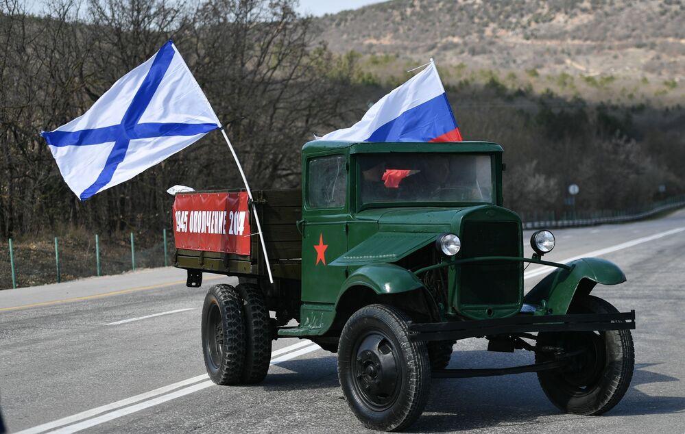 I partecipanti alla corsa moto durante le celebrazioni del sesto anniversario della reintegrazione della Crimea con la Russia a Sinferopoli.