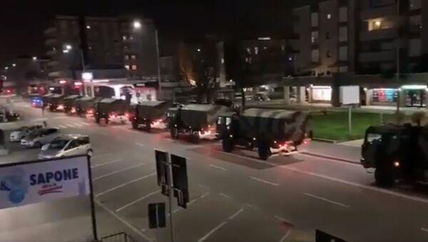 Coronavirus Lombardia, colonna mezzi esercito trasporta le bare fuori da Bergamo, primavera del 2020 - Sputnik Italia