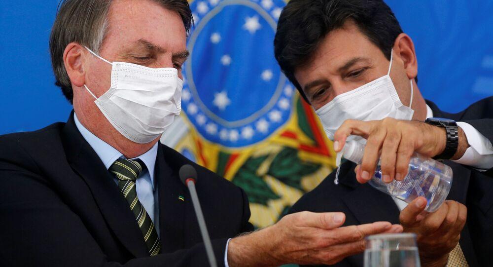 Il presidente del Brasile Jair Bolsonaro e l'ex ministro Sanità Luiz Henrique Mandettas