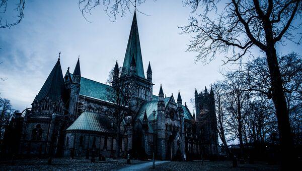 La Cattedrale di Nidaros è una cattedrale della chiesa norvegese situata nella città di Trondheim, nel paese di Sør-Trøndelag, Norvegia - Sputnik Italia