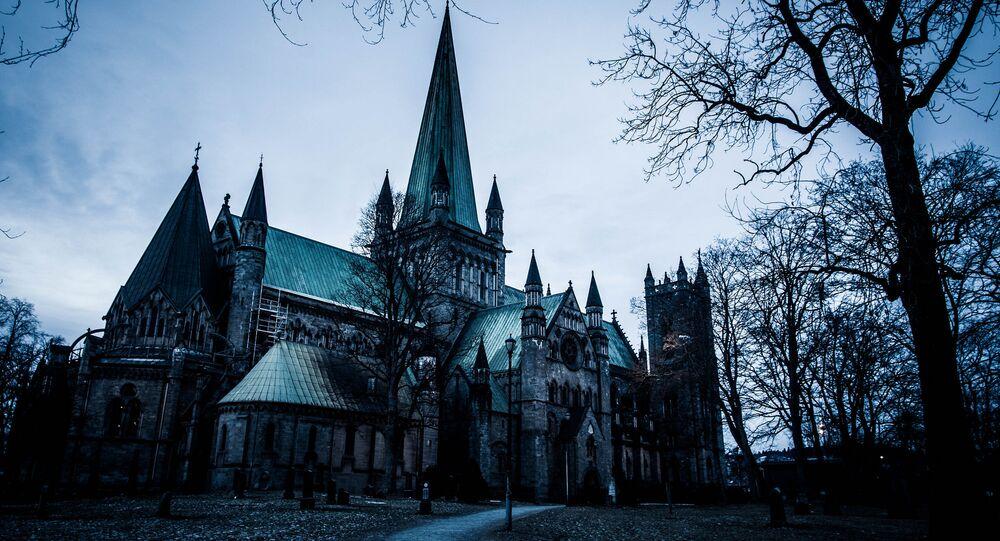 La Cattedrale di Nidaros è una cattedrale della chiesa norvegese situata nella città di Trondheim, nel paese di Sør-Trøndelag, Norvegia