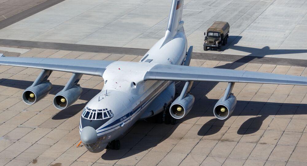 Un Il-76, un aereo da trasporto militare dell'Aeronautica militare russa, inviato in Italia per combattere il coronavirus COVID-19