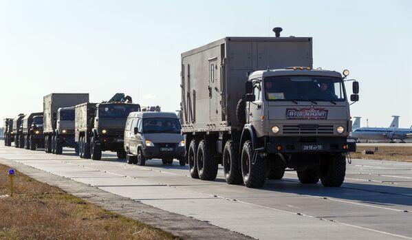 Una colonna dei camion con attrezzature mediche che devono essere inviate in Italia per combattere il coronavirus COVID-19 - Sputnik Italia