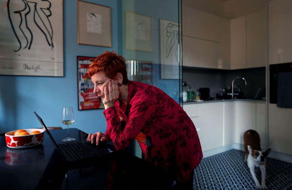 La 40enne Francesca Valagussa lavora da casa a Roma, Italia