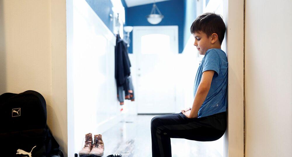 Un ragazzo 9enne studia da casa in USA