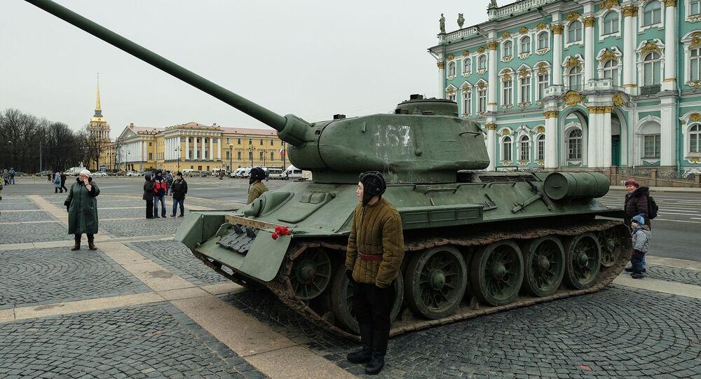 Un carro armato T-34-85 a San Pietroburgo