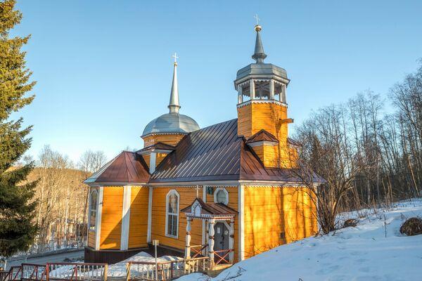 La Chiesa di S. Pietro Apostolo (XVIII secolo) nel villaggio di Martsialnye Vody, Carelia, Russia - Sputnik Italia