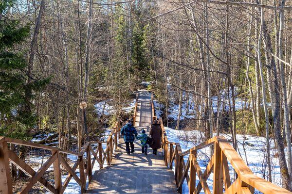 I turisti sul territorio della Riserva Naturale di Kivach nella Repubblica di Carelia, Russia - Sputnik Italia