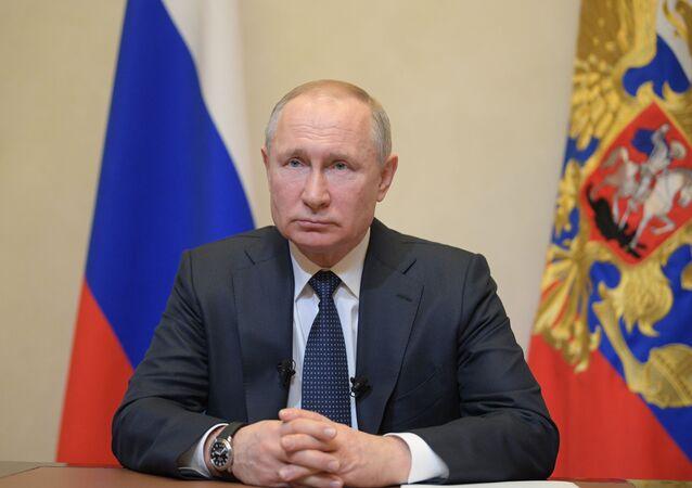 Il presidente russo Vladimir Putin si è rivolto alla nazione riguardo la diffusione del coronavirus nel paese durante una conferenza stampa