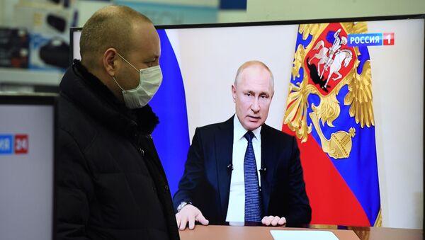 Vladimir Putin addresses the nation on additional measures on Russia's fight against the coronavirus. - Sputnik Italia
